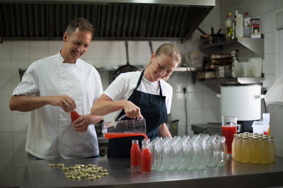 Thomas & Åse of PatríaPura bottling the juices